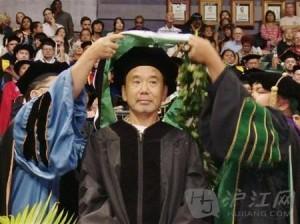 (2012)村上春树获夏威夷大学荣誉博士称号