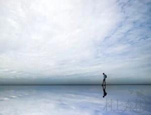 实在是空虚而凡庸的人生,哪怕表面上再引人注目